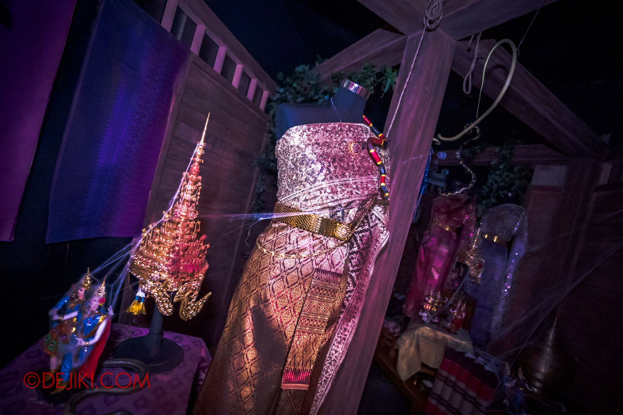 USS HHN9 Sneak Preview Curse of the Naga haunted house 06 Dance Hall offerings