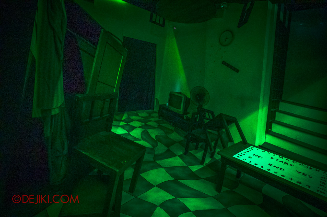 USS HHN9 Sneak Preview The Chalet Hauntings haunted house 09 the other realm