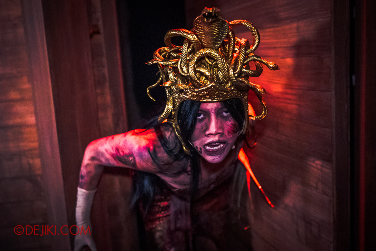 USS Halloween Horror Nights 9 Curse of The Naga haunted house 05 dancer house