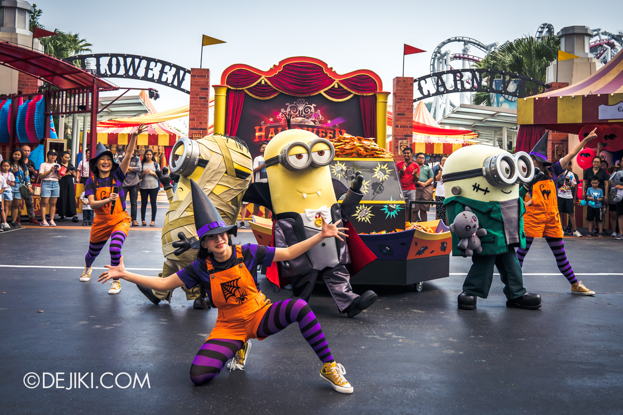 USS Halloween Horror Nights 9 Daytime Minion Monsters Tricky Treat show with Mummy Stuart FrankenBob Dracula Kevin