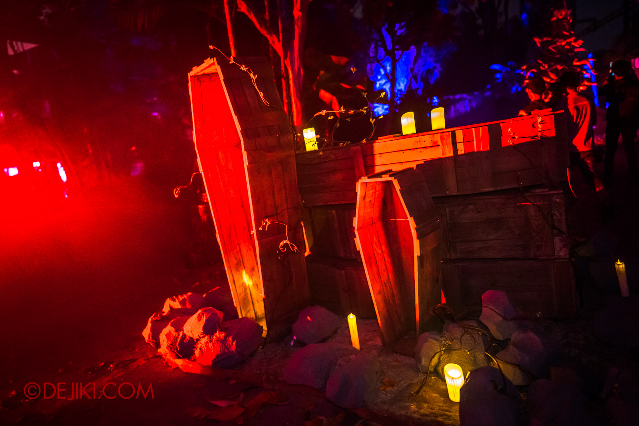 USS Halloween Horror Nights 9 Dead End scare zone 1 coffins