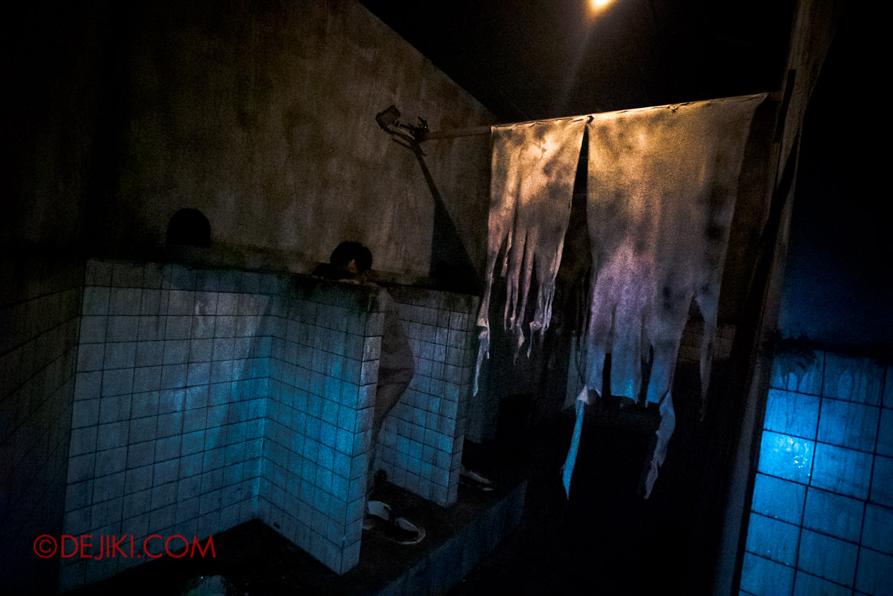 USS Halloween Horror Nights 9 Hell Block 9 haunted house 04 toilets