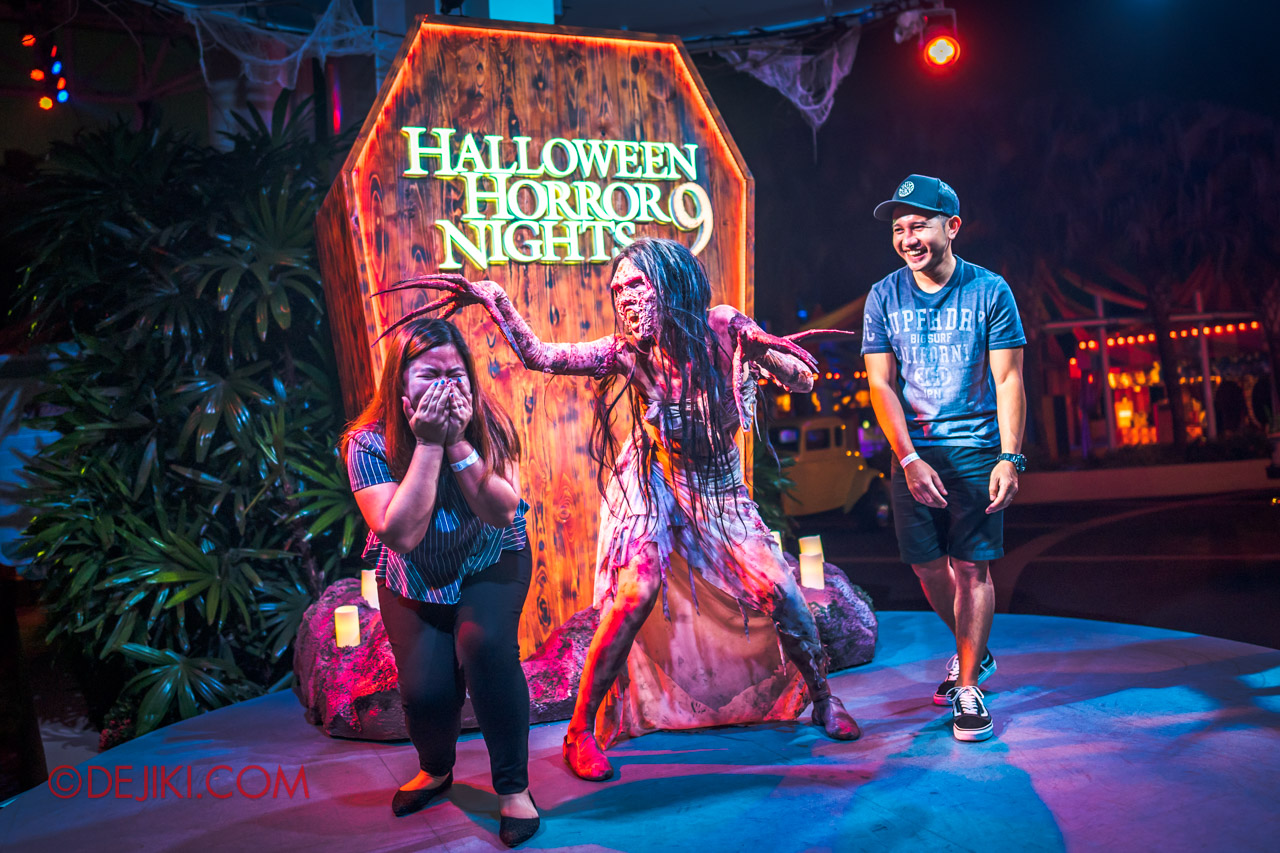 USS Halloween Horror Nights 9 Survival Guide Meet and Greet with HHN9 icons at Mels stage