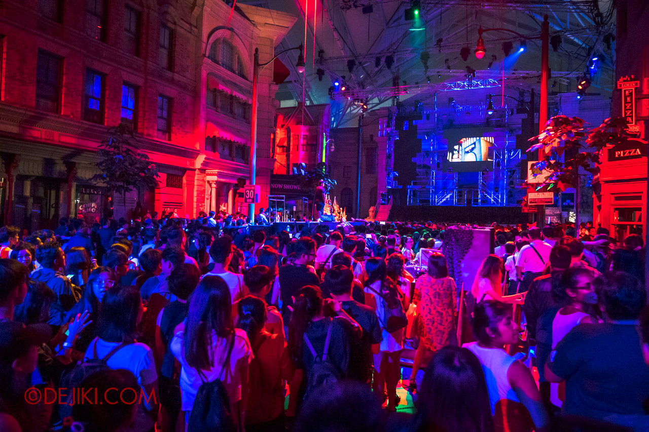 USS Halloween Horror Nights 9 Survival Guide Opening Scaremony crowds in New York back
