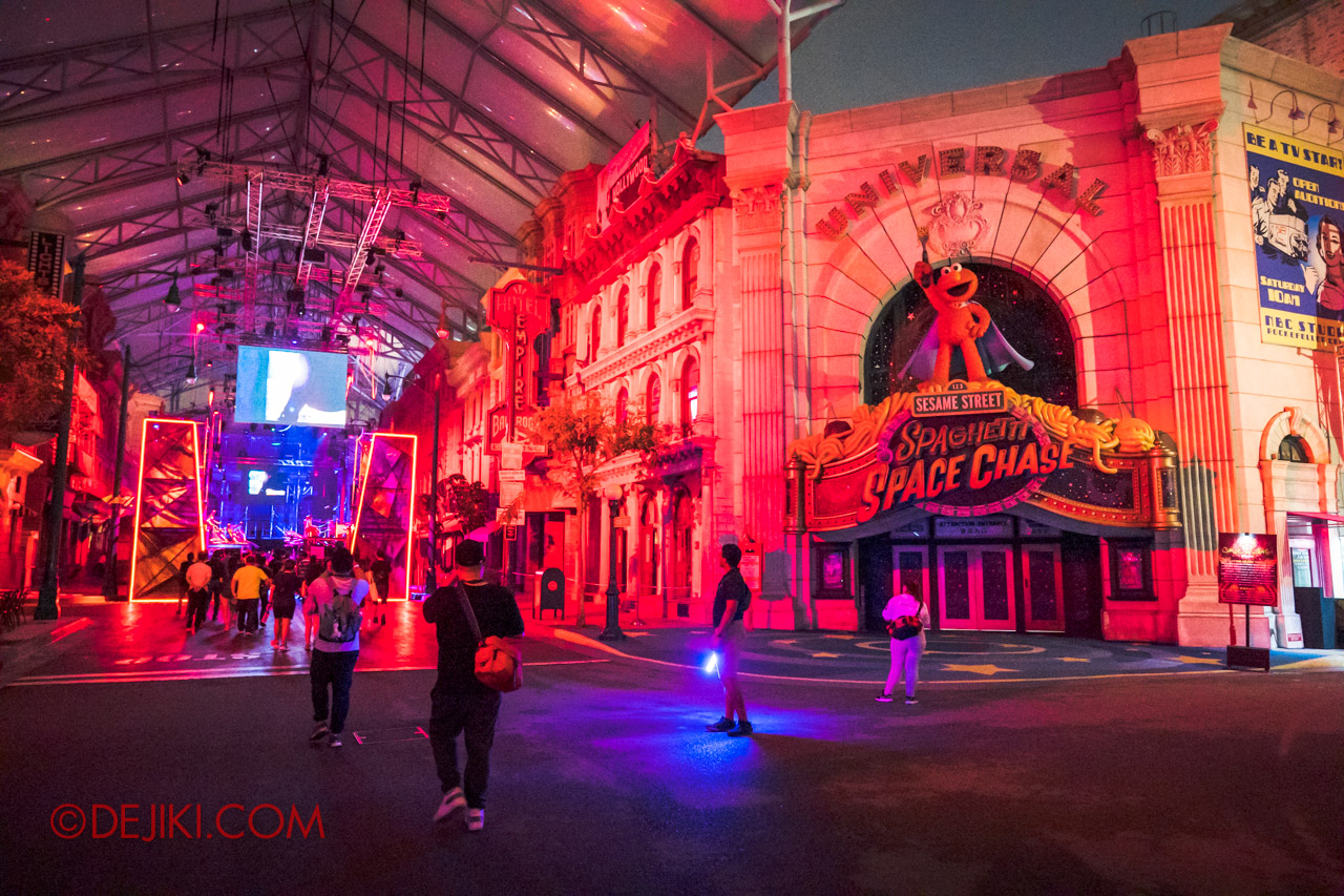 USS Halloween Horror Nights 9 Survival Guide Waiting outside of New York