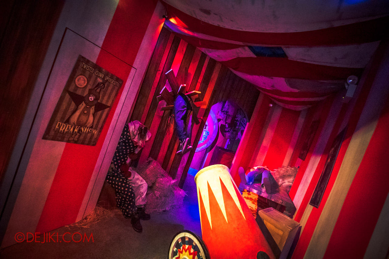 USS Halloween Horror Nights 9 Twisted Clown University haunted house 06 cannon scene