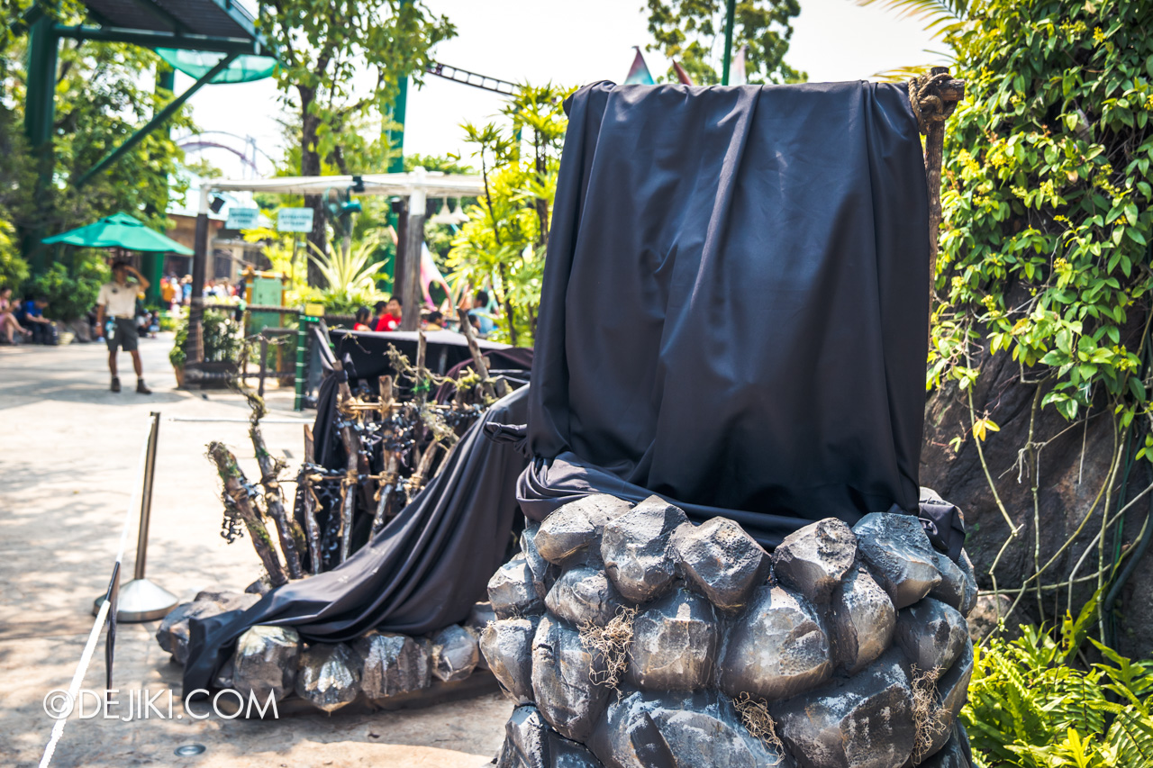 USS Halloween Horror Nights 9 construction update Dead End scare zone stone with wooden frame
