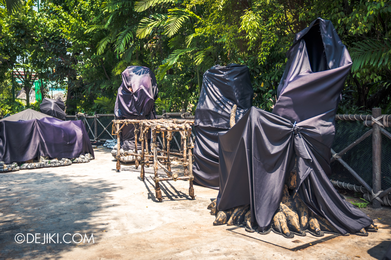 USS Halloween Horror Nights 9 construction update Dead End zone wooden things