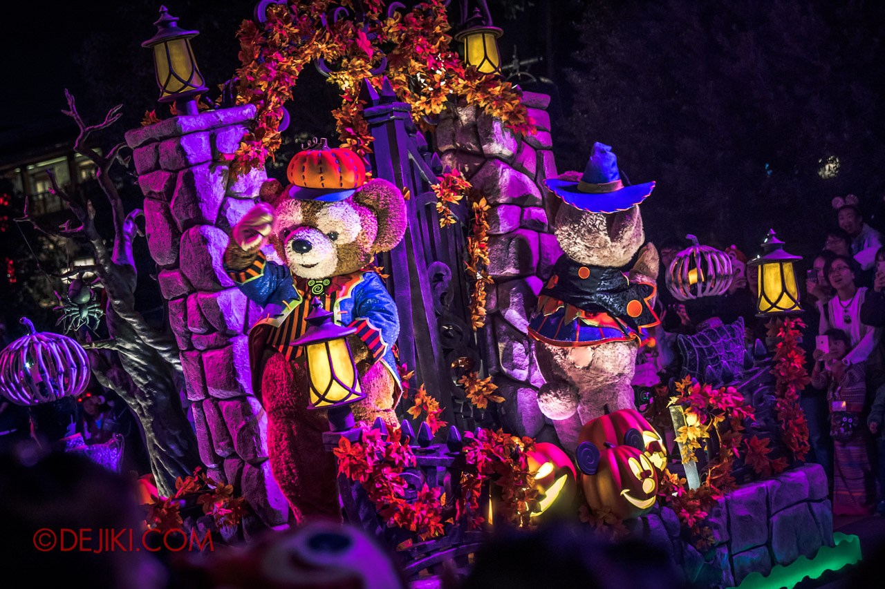 Shanghai Disneyland Halloween event Donald Halloween Treat Cavalcade Duffy and ShellieMay