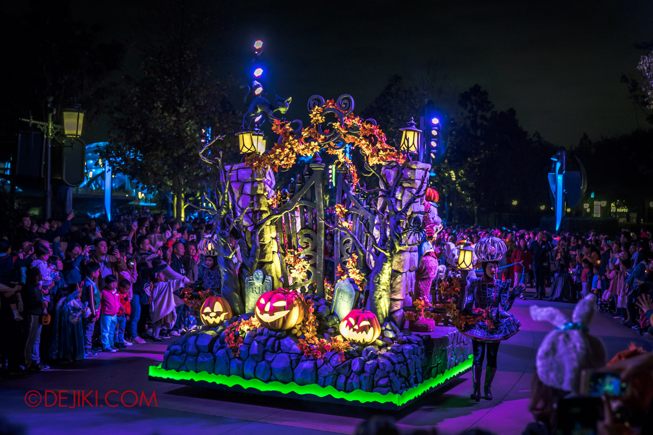 Shanghai Disneyland Halloween event Donald Halloween Treat Cavalcade Finale Float