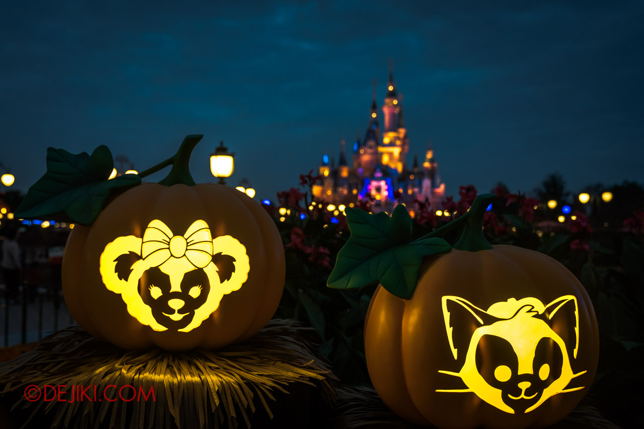 Shanghai Disneyland Halloween event Park Decorations Pumpkins with Castle