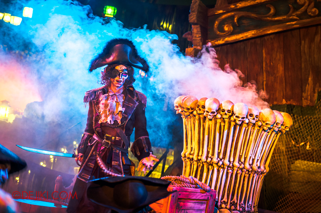 Shanghai Disneyland Halloween event Treasure Cove Ghost Pirates A Trial of Darkness Stunt Spectacular 2