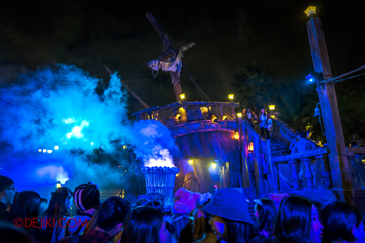 Shanghai Disneyland Halloween event Treasure Cove Ghost Pirates A Trial of Darkness Stunt Spectacular stage