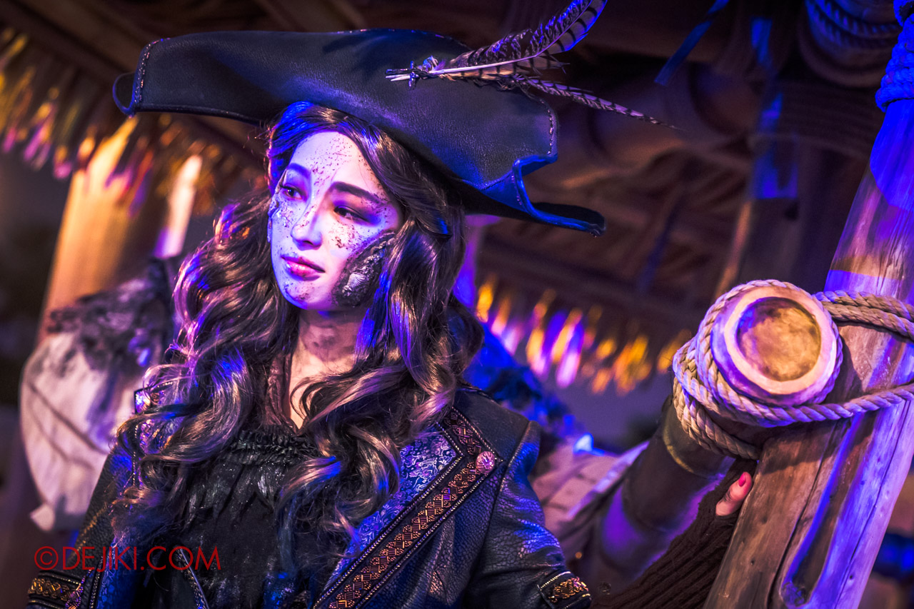 Shanghai Disneyland Halloween event Treasure Cove Ghost Pirates A Trial of Darkness scare zone beautiful pirate