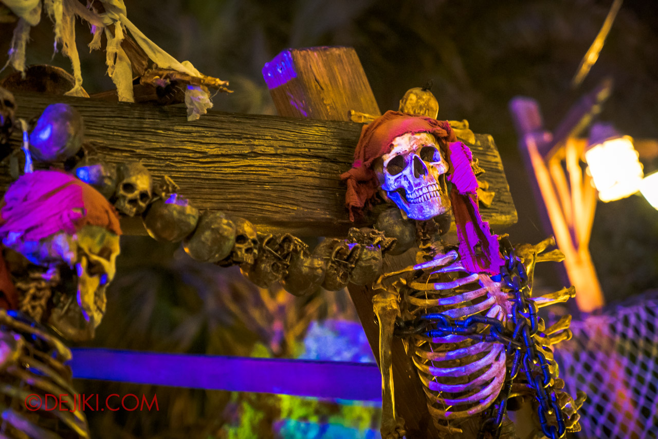 Shanghai Disneyland Halloween event Treasure Cove Ghost Pirates A Trial of Darkness scare zone decor