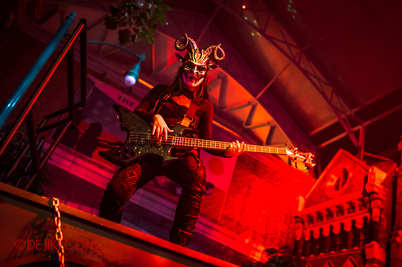 USS Halloween Horror Nights 9 Death Fest scare zone cast tall guitarist on mini stage