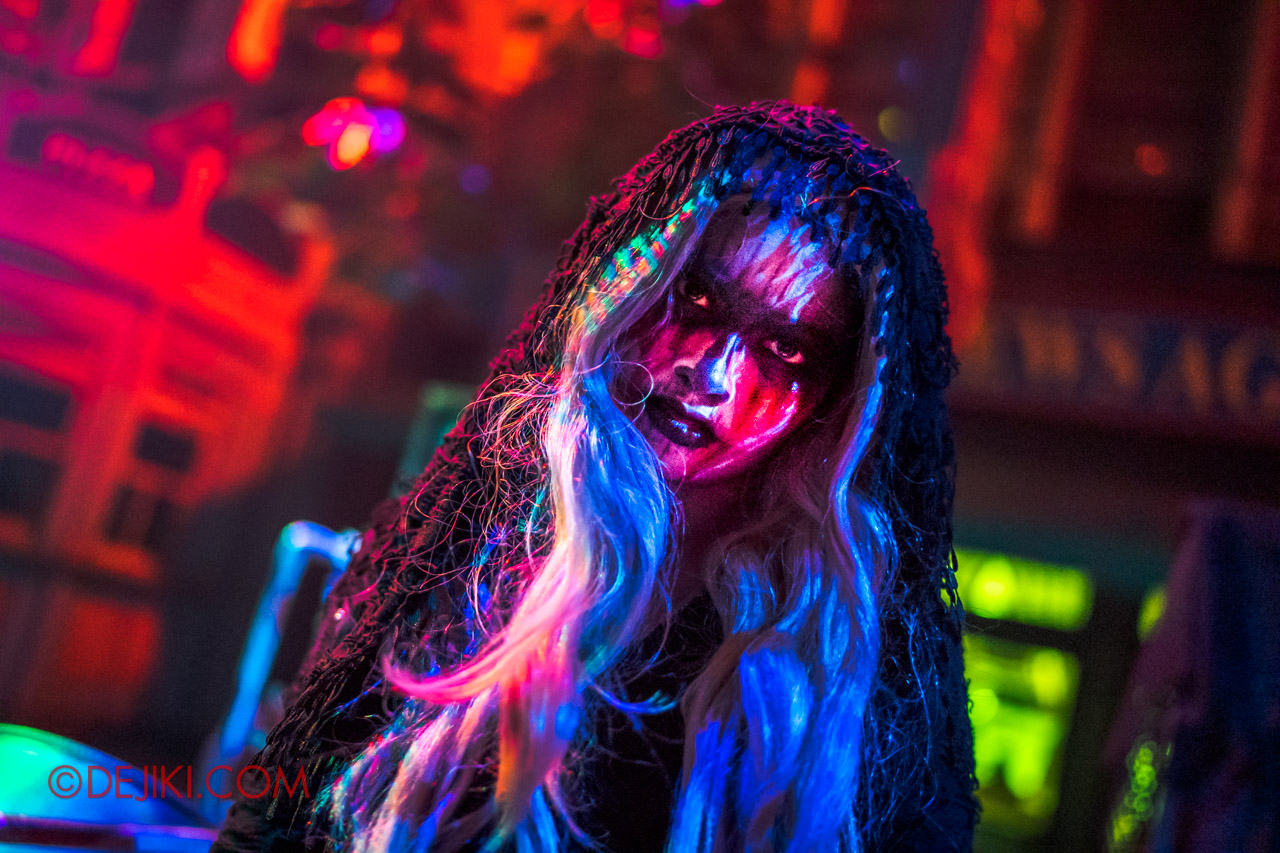 USS Halloween Horror Nights 9 Death Fest scare zone cast veiled girl closeup