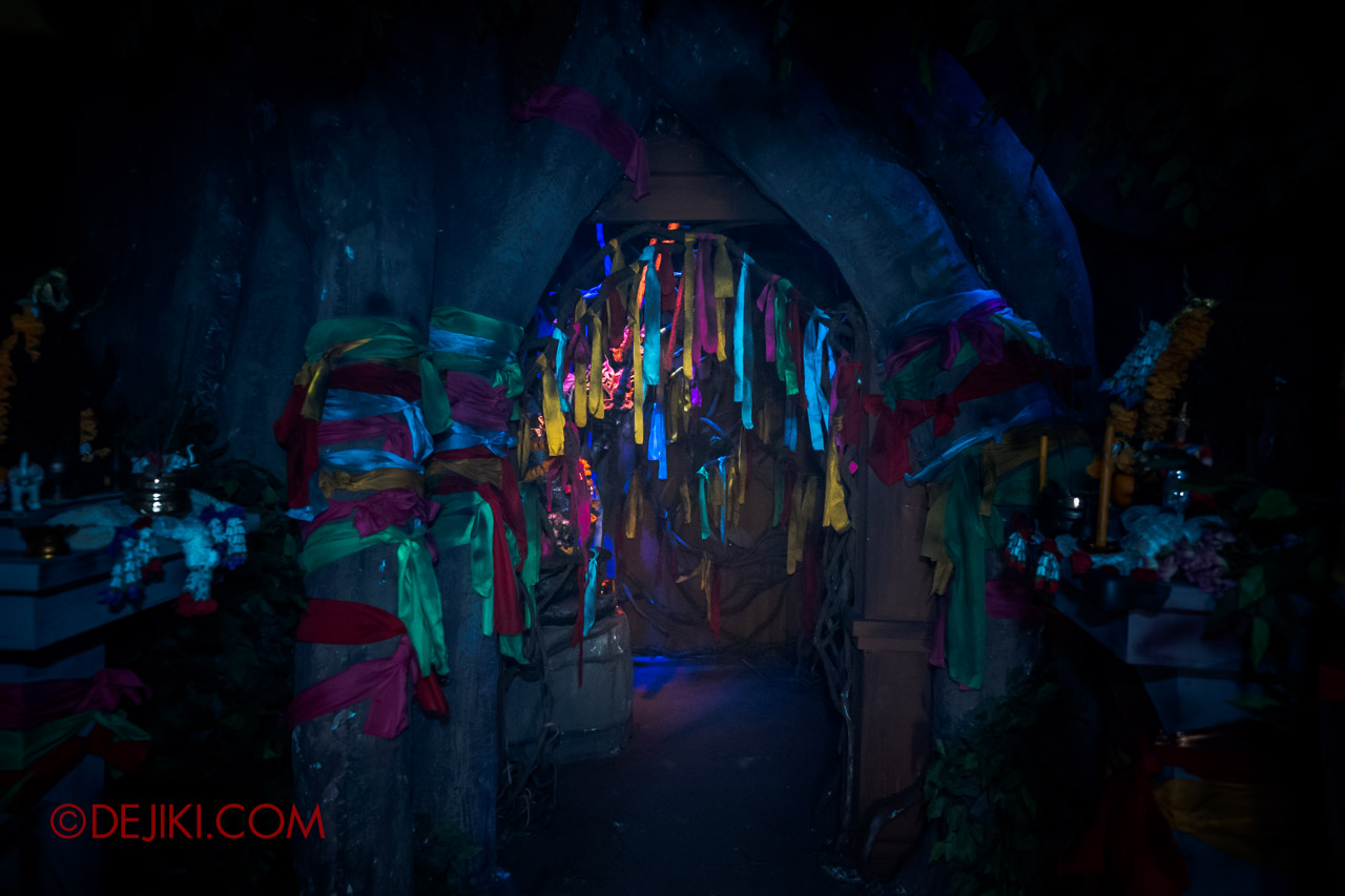 USS Halloween Horror Nights 9 Haunted House Tour Curse of The Naga 2 Jungle Banyan Tree cloth bands