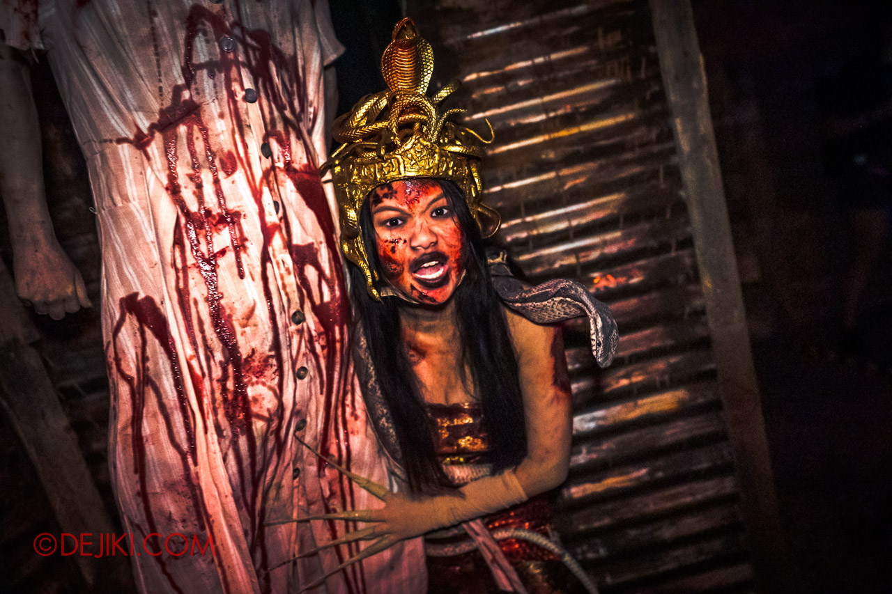 USS Halloween Horror Nights 9 Haunted House Tour Curse of The Naga 6 Bloodletting Corridor