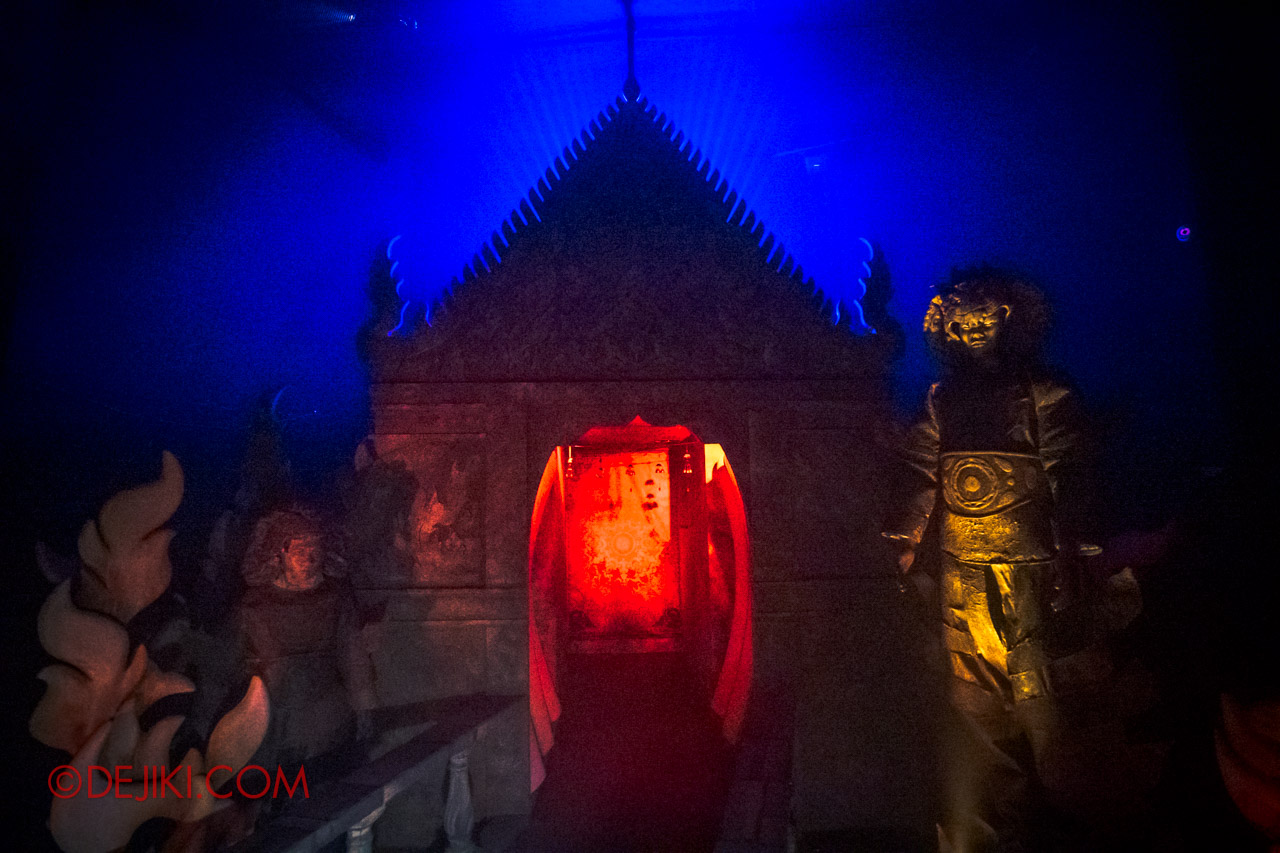 USS Halloween Horror Nights 9 Haunted House Tour Curse of The Naga 7 Entrance to Temple of Naga