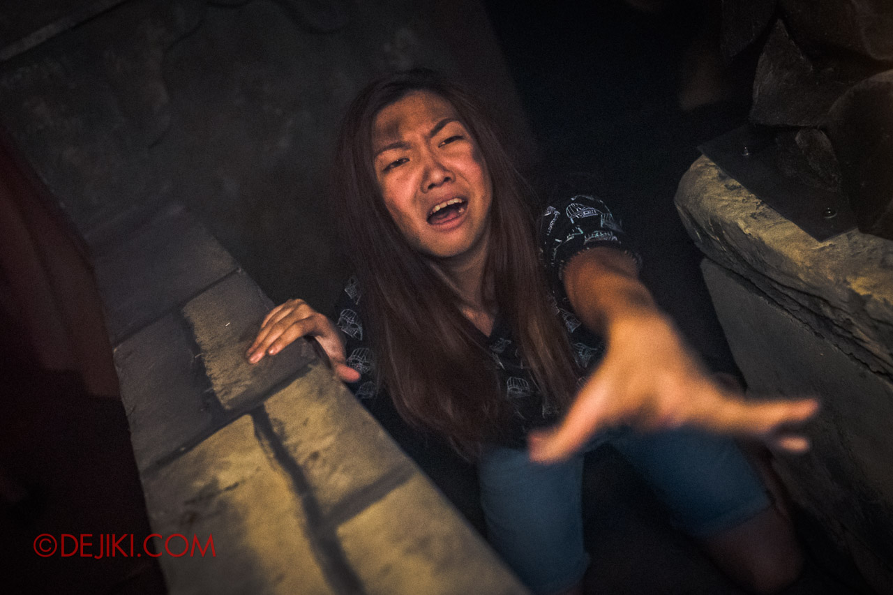 USS Halloween Horror Nights 9 Haunted House Tour Curse of The Naga 7 Temple Entrance girl victim
