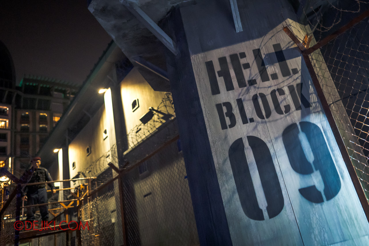 USS Halloween Horror Nights 9 Haunted House Tour Hell Block 9 0 Entrance