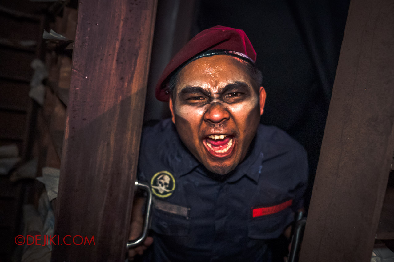 USS Halloween Horror Nights 9 Haunted House Tour Hell Block 9 1 Entry Jumpscare warden