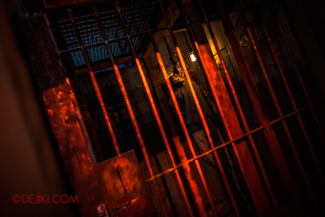 USS Halloween Horror Nights 9 Haunted House Tour Hell Block 9 2 Cells
