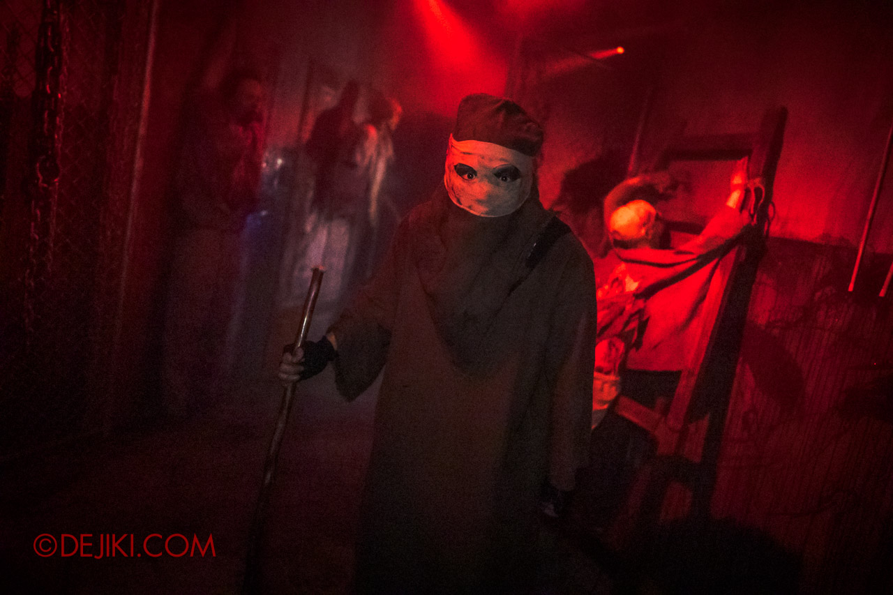 USS Halloween Horror Nights 9 Haunted House Tour Hell Block 9 6 Torture room