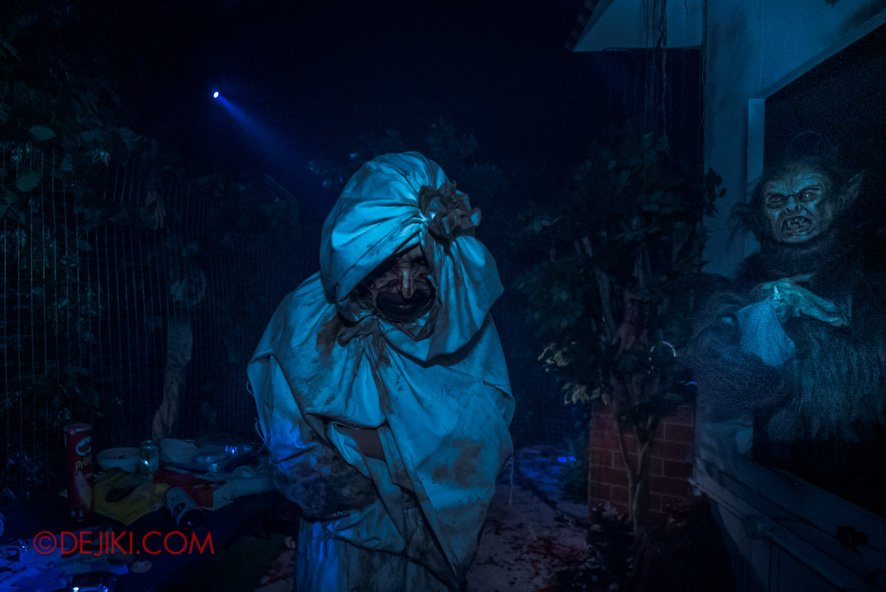 USS Halloween Horror Nights 9 Haunted House Tour The Chalet Hauntings 6 pocong and hantu