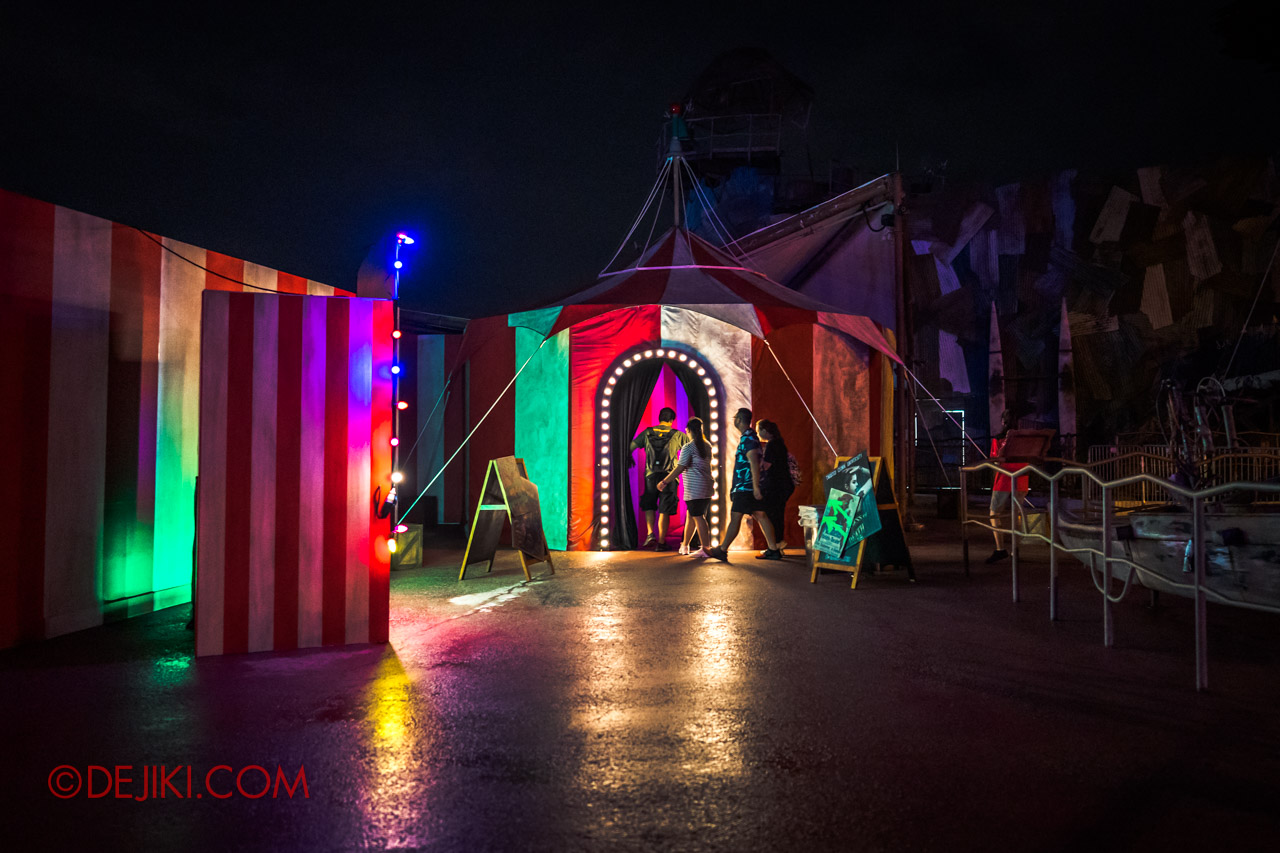 USS Halloween Horror Nights 9 Twisted Clown University haunted house 01 tent outside