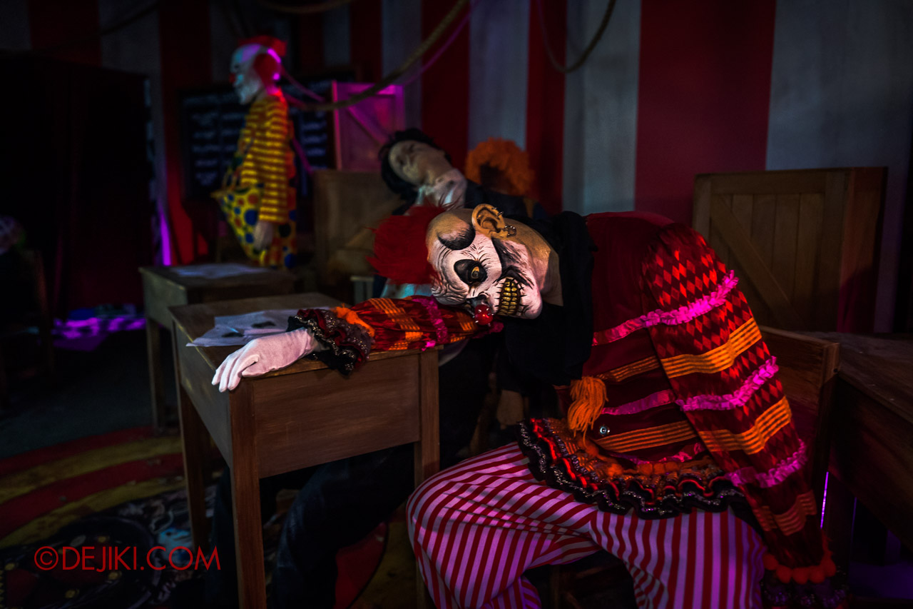 USS Halloween Horror Nights 9 Twisted Clown University haunted house 02 orientation sleepy