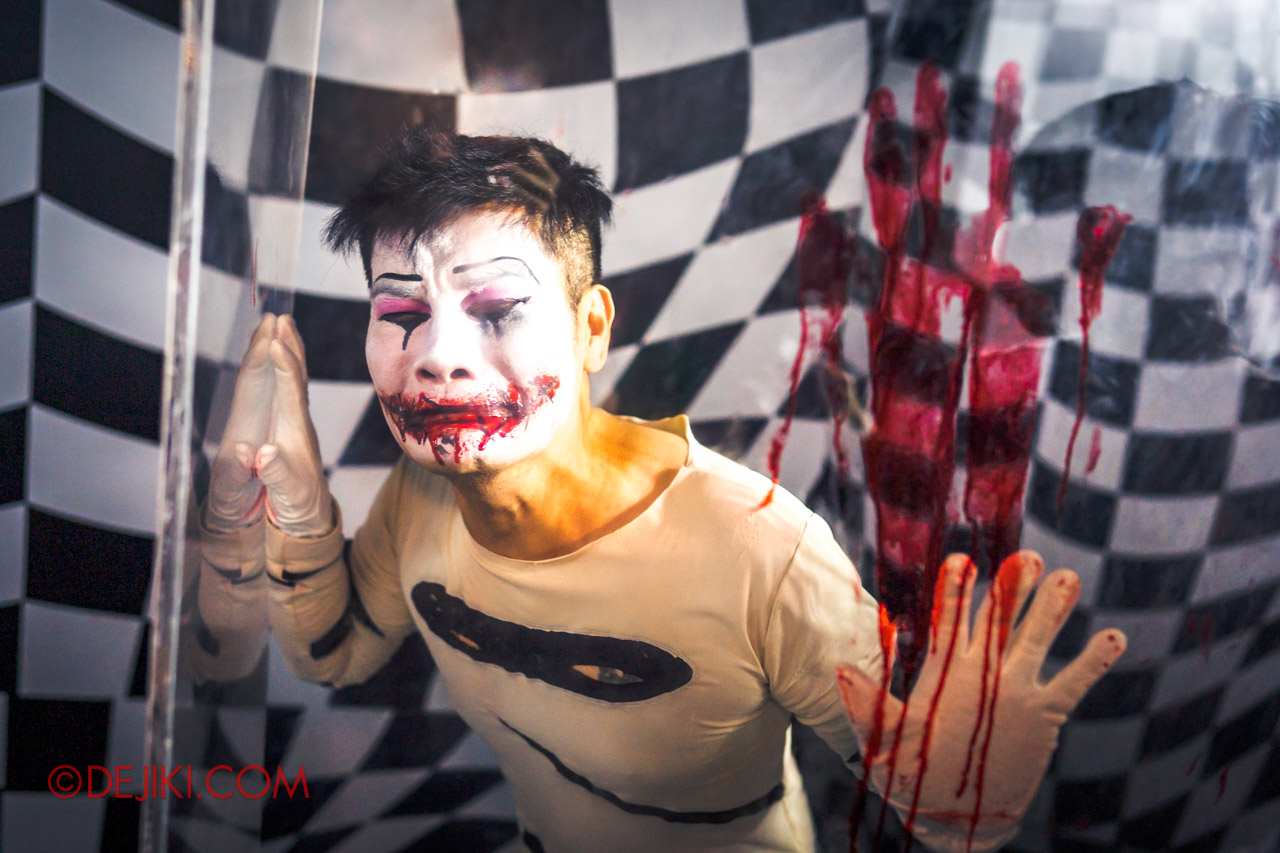 USS Halloween Horror Nights 9 Twisted Clown University haunted house 03 mr zippit student 2