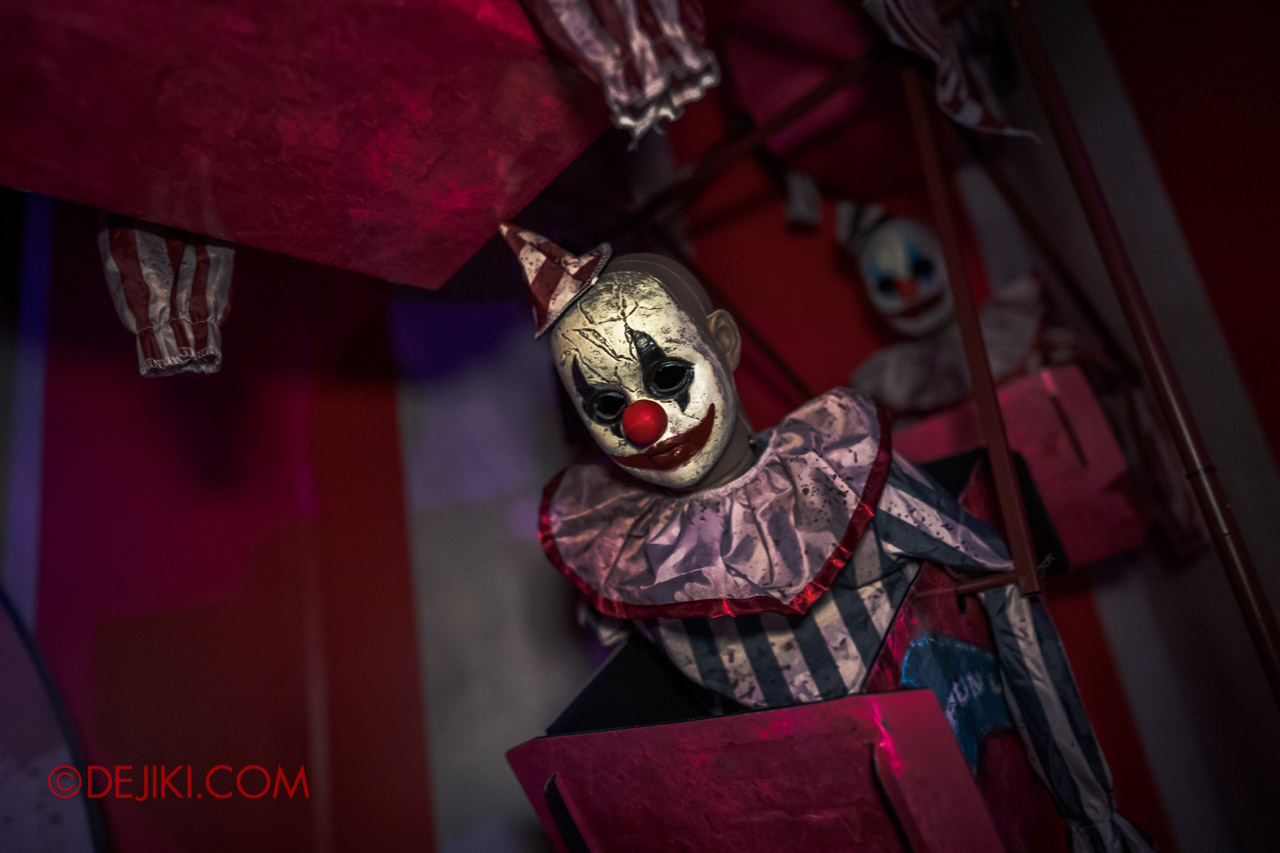 USS Halloween Horror Nights 9 Twisted Clown University haunted house 06 mr whoopsie room props