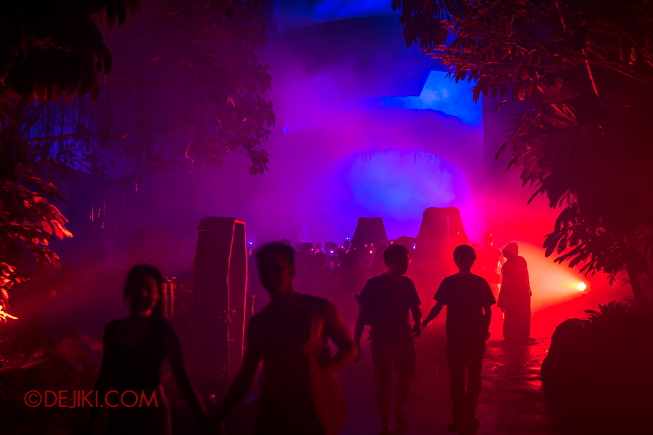 USS Halloween Horror Nights 9 photo tour Dead End scare zone 1 entrance coffin guests wandering