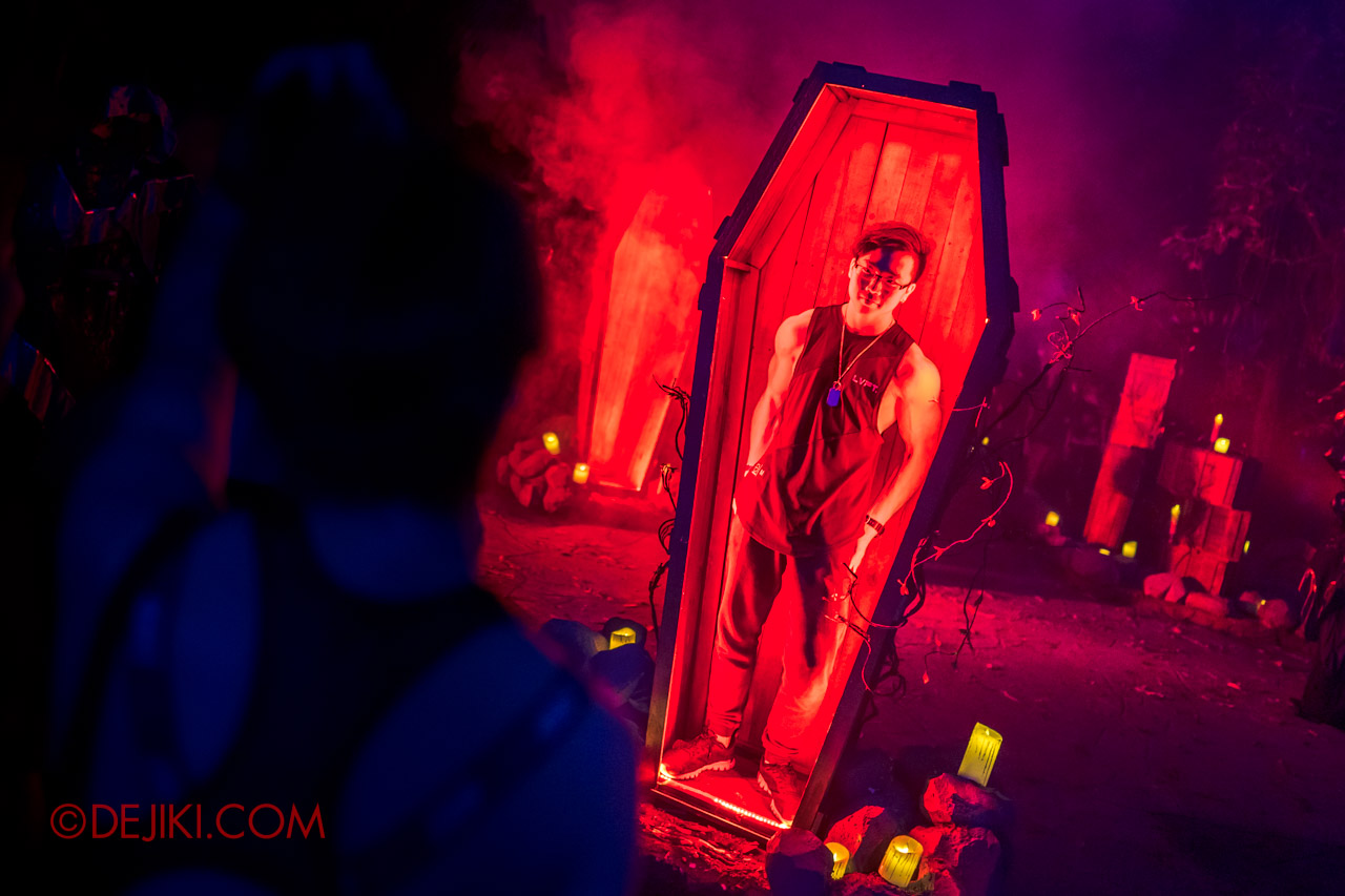 USS Halloween Horror Nights 9 photo tour Dead End scare zone 1 entrance coffin photo op2