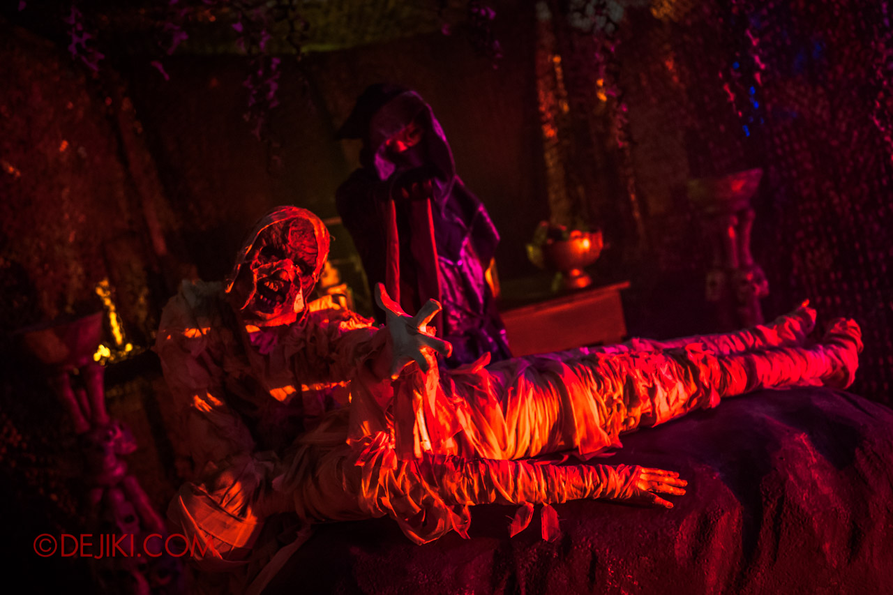 USS Halloween Horror Nights 9 photo tour Dead End scare zone 3 ritual table trio