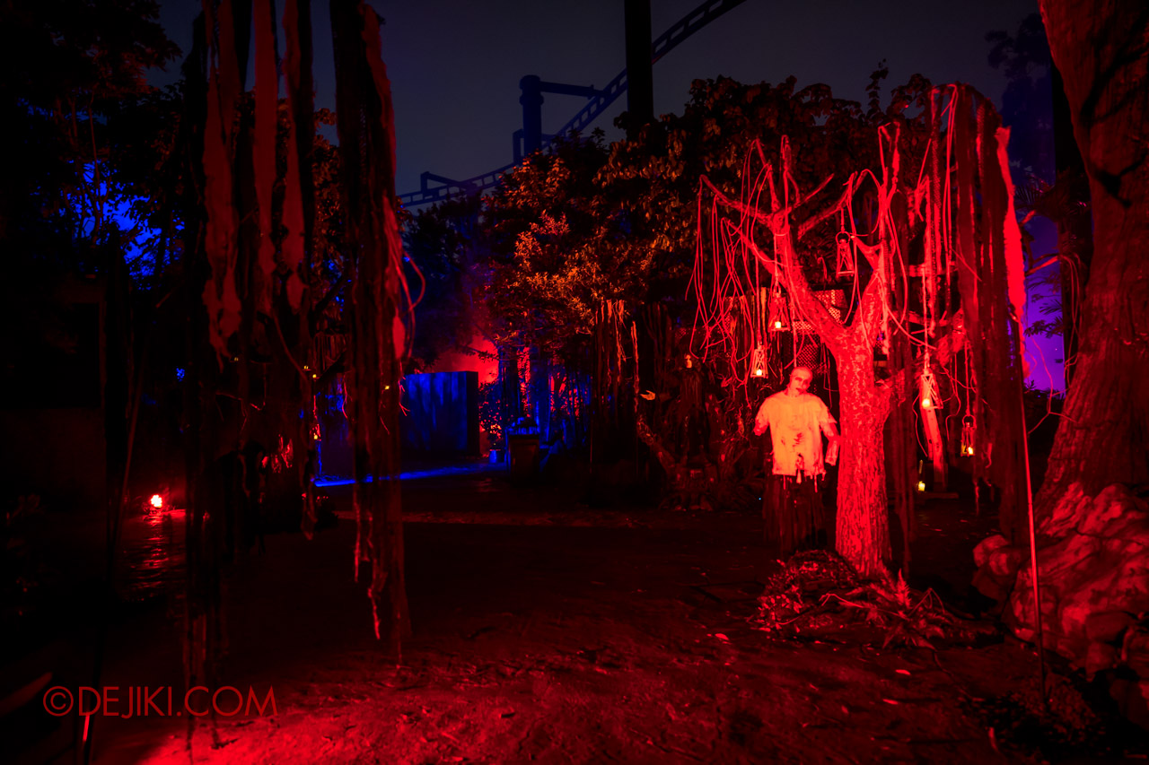 USS Halloween Horror Nights 9 photo tour Dead End scare zone 6 trees of death