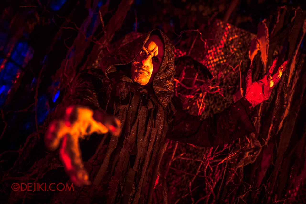 USS Halloween Horror Nights 9 photo tour Dead End scare zone 7 the undertaker