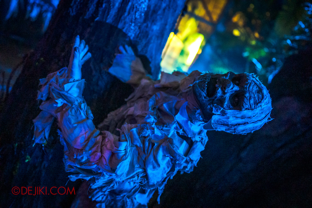 USS Halloween Horror Nights 9 photo tour Dead End scare zone 8 mummy blue