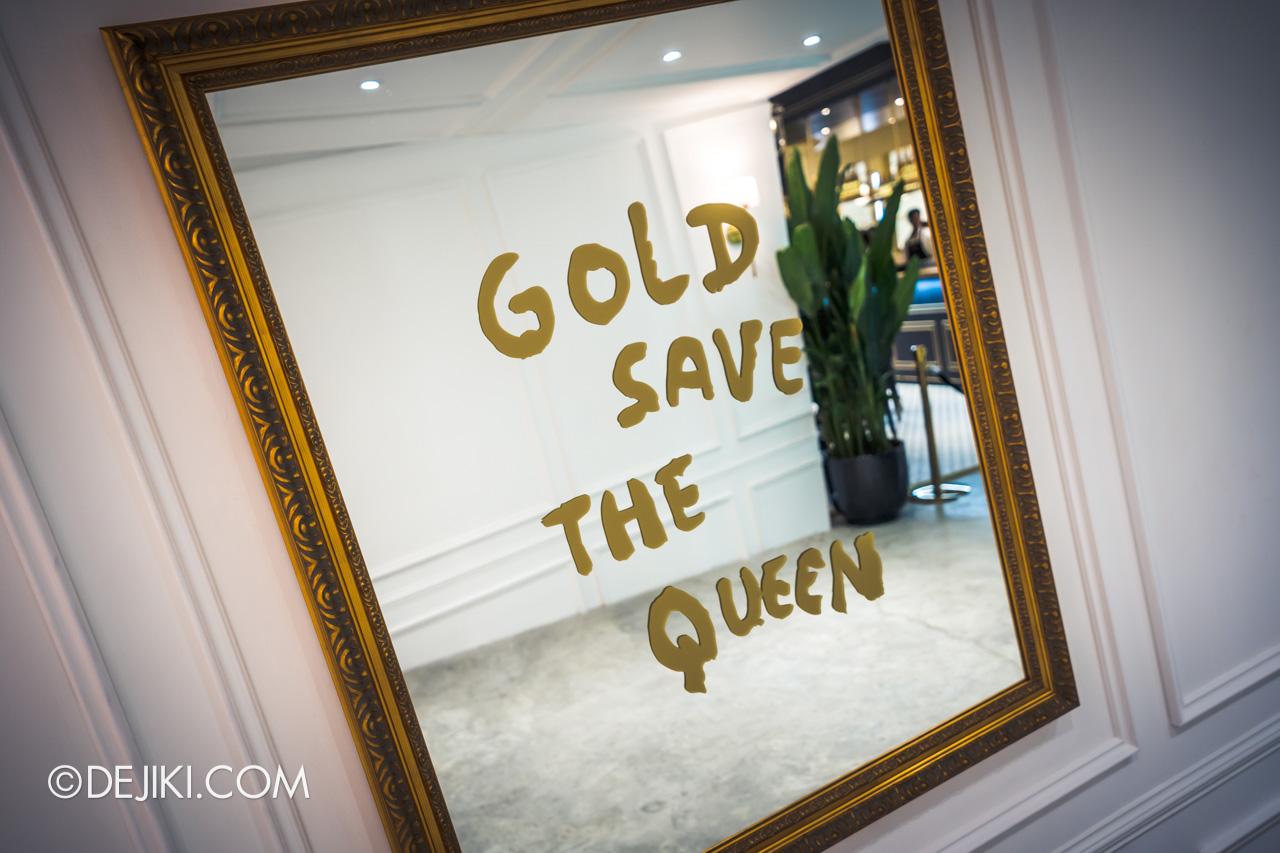 Clash de Cartier Studio Singapore Gold Save The Queen mirror