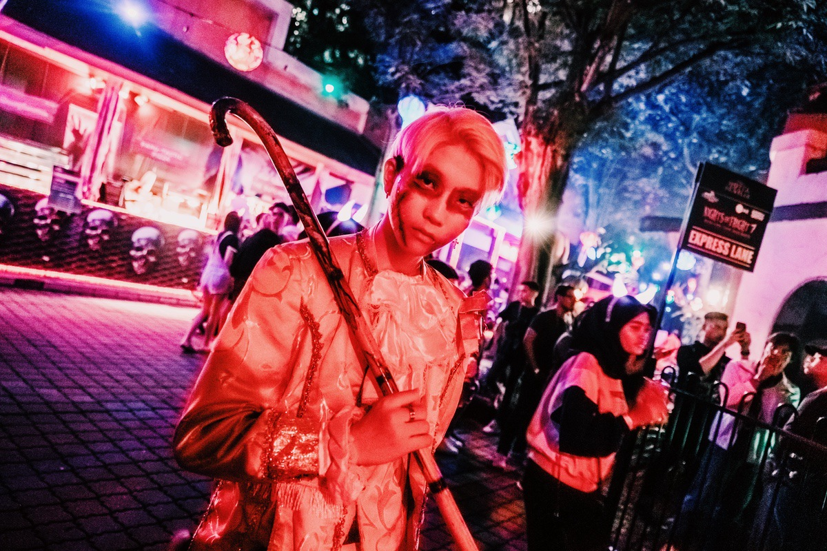 Sunway Lagoon Malaysia Nights of Fright 7 photo opportunity with scare actors 1