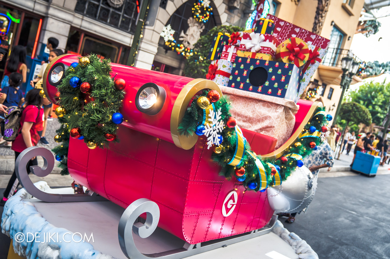 Universal Studios Singapore A Universal Christmas 2019 event Hollywood park decor photo op spot sleigh