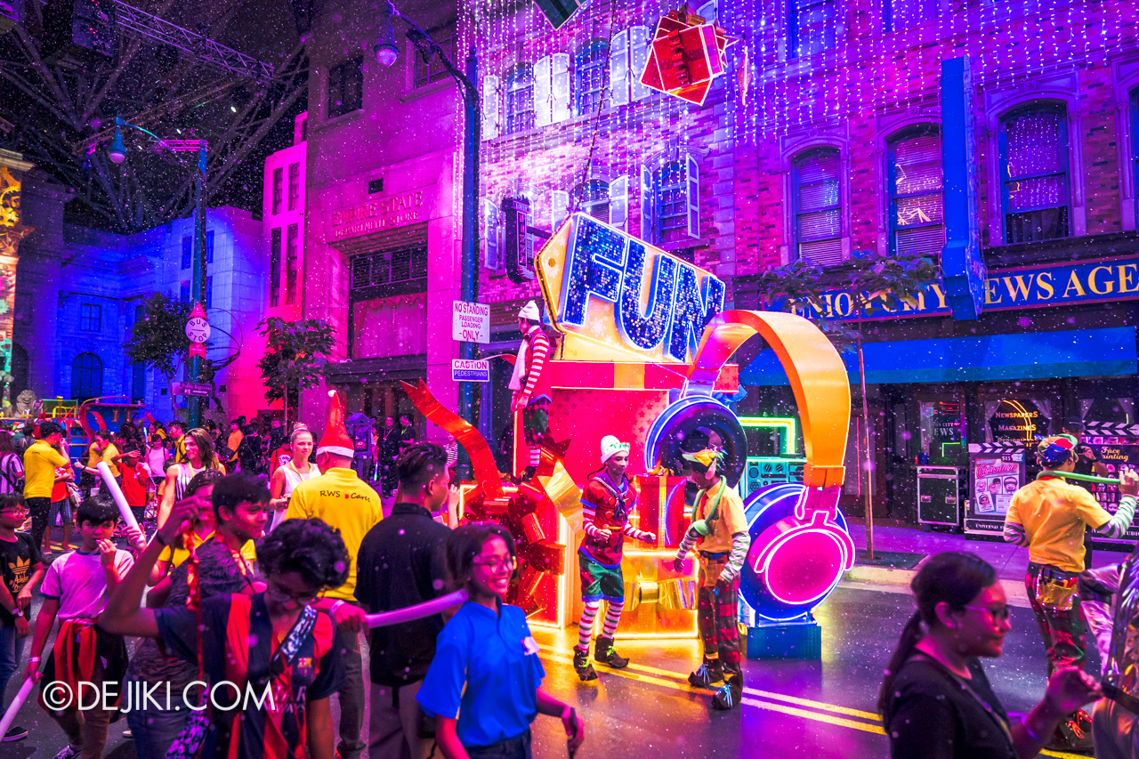 Universal Studios Singapore A Universal Christmas 2019 event Modern Christmas at New York zone night lights overview 2