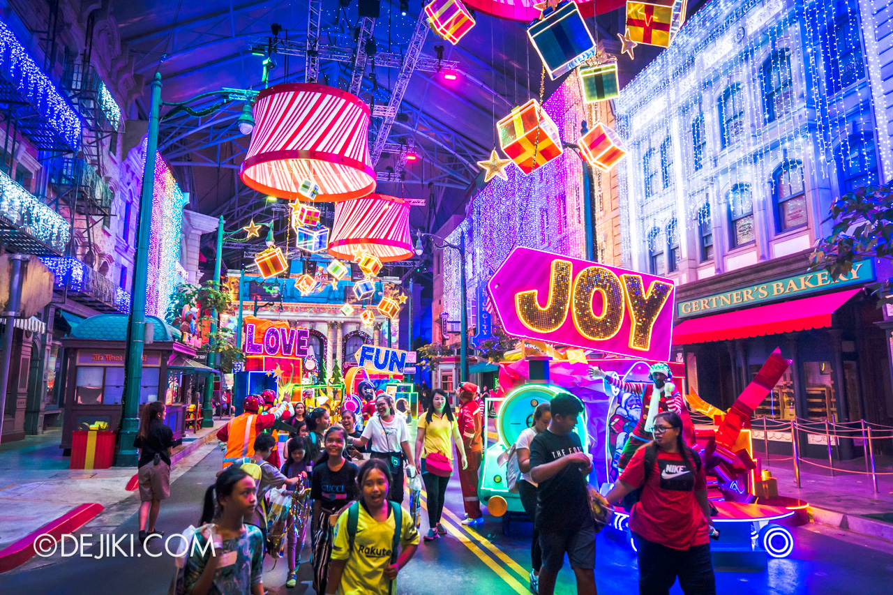 Universal Studios Singapore A Universal Christmas 2019 event Modern Christmas at New York zone night lights overview