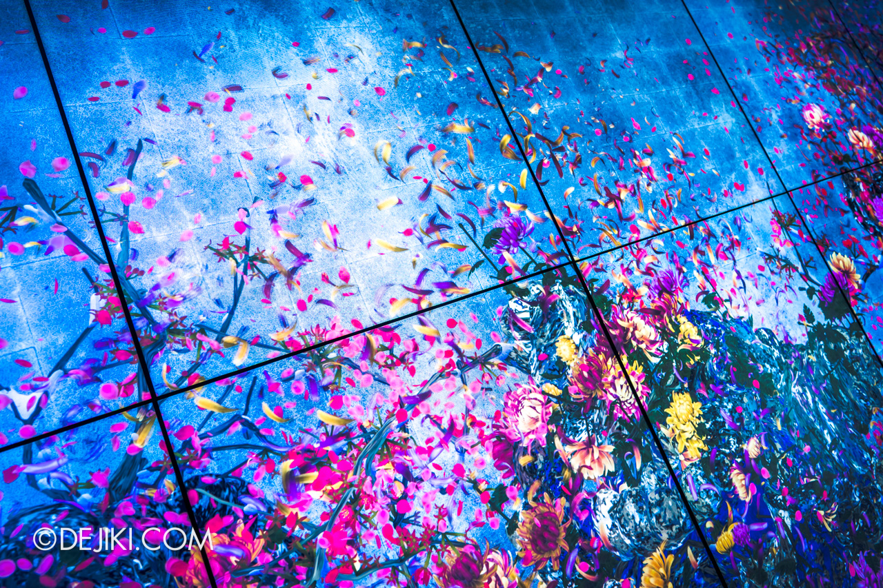 Gardens by the Bay 2020 Future Together by Teamlab Japan Indoor exhibit Continuous Life and Death at the Now of Eternity II closeup