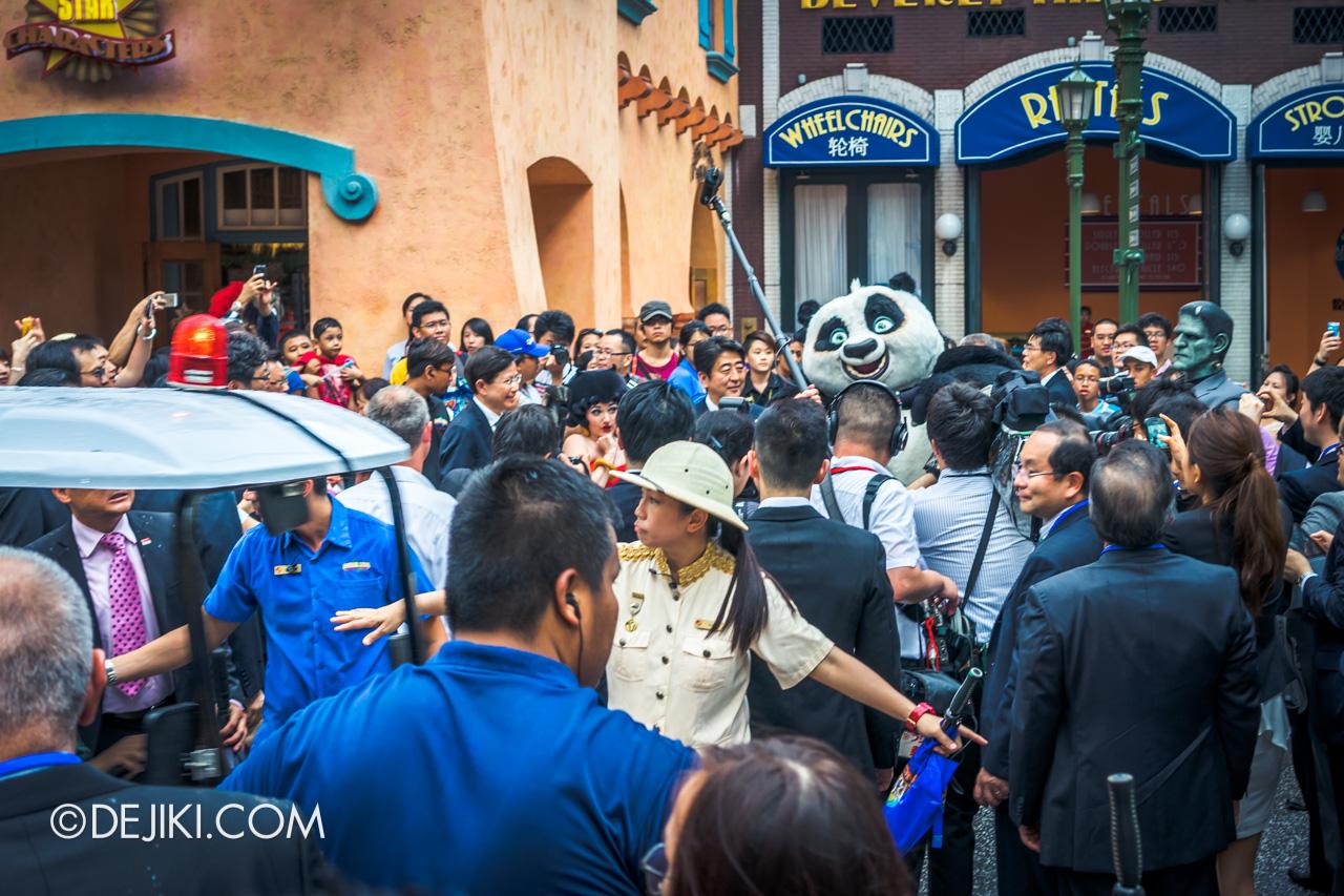 Universal Studios Singapore 10th Anniversary Flashback Japan President Shinzo Abe visits USS 2
