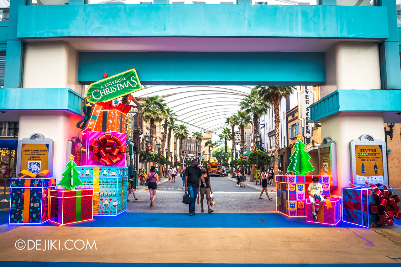 Universal Studios Singapore Park Update Dec 2020 Universal Christmas Hollywood Arch Decor Day