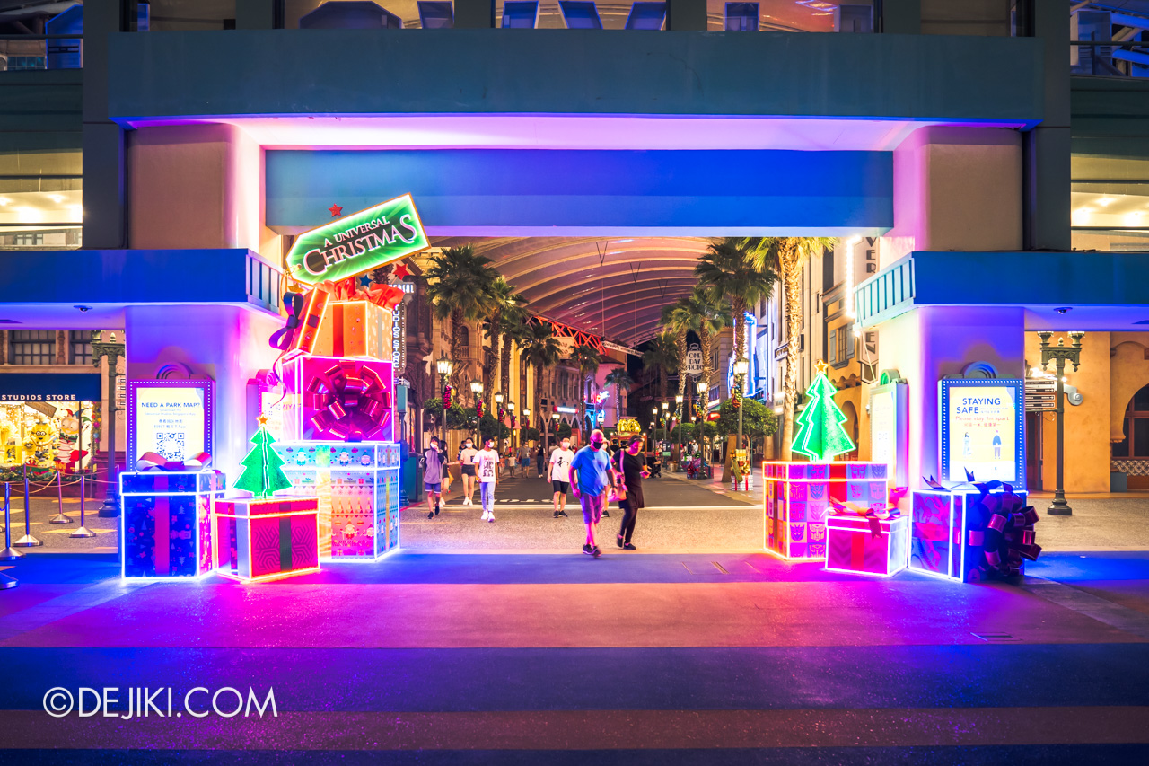 Universal Studios Singapore Park Update Dec 2020 Universal Christmas Hollywood Arch Decor Night