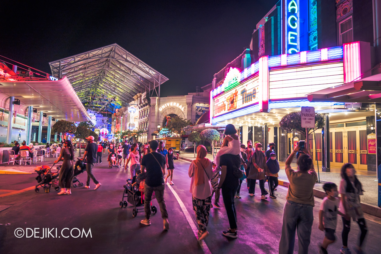 Universal Studios Singapore Park Update Dec 2020 Universal Christmas Hollywood street nighttime lights 2